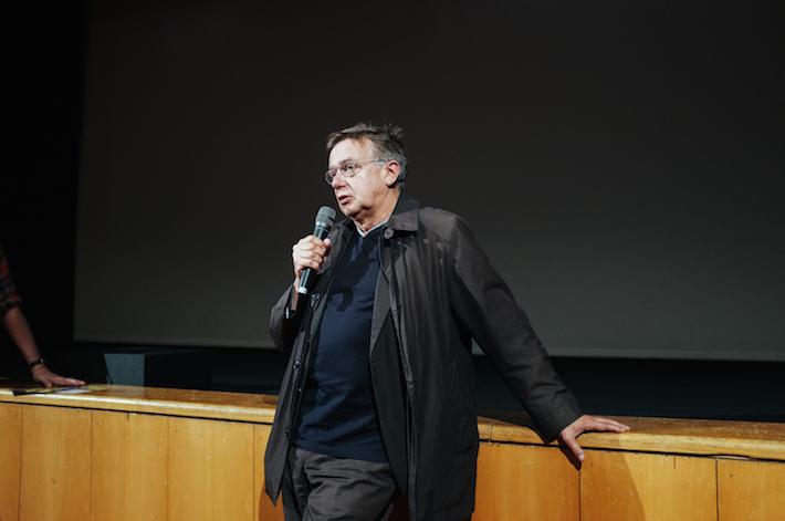 """Heinz Emigholz, realizador do documentário """"The Airstrip – Aufbruch der Moderne, Teil III"""" no Q&A conduzido por Neil Young"""