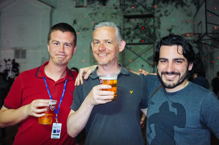 """os comentadores convidados pelo festival, Michael Pattison e Neil Young, acompanhados por Víctor Paz Morandeira, crítico no blog """"A cuarta parede"""""""